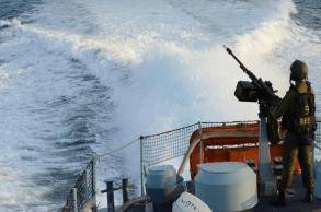 زوارق الاحتلال تُطلق النار على مراكب صيادين...