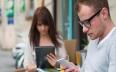 خطير.. الهواتف الذكية تؤثر على قوة النظر