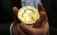 لجنة نوبل تحسم في أسماء الفائزين في الطب والفيزياء